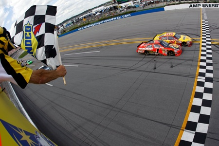 Kevin Harvick beats Jamie McMurray to the finish line by .011 seconds, the eighth-closest margin since the advent of electronic scoring in 1993, to win the Aarons 499 at Talladega Superspeedway. (Credit: Todd Warshaw/Getty Images)