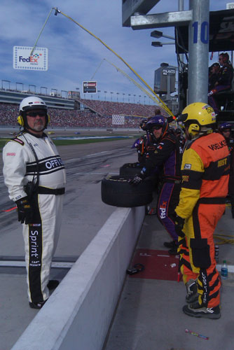No. 11 FedEx Toyota pit crew gets ready to pit