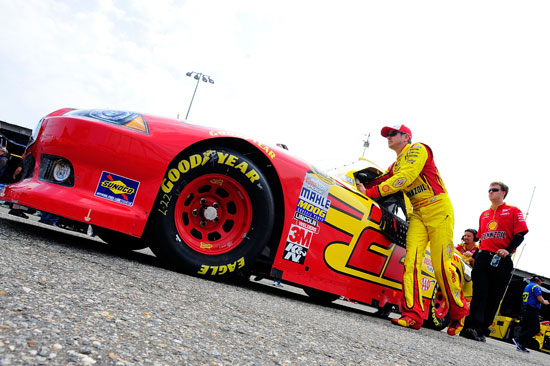 Kurt Busch, driver of the No. 22 Shell/Pennzoil Dodge, helps push his car prior to practice for the NASCAR Sprint Cup Series FedEx 400 Benefiting Autism Speaks at Dover International Speedway on May 13 in Dover, Del. (Credit: Jason Smith, Getty Images for NASCAR)
