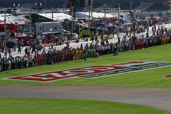 Crews line up on pit road to pay tribute to Dan Wheldon at Las Vegas Motor Speedway
