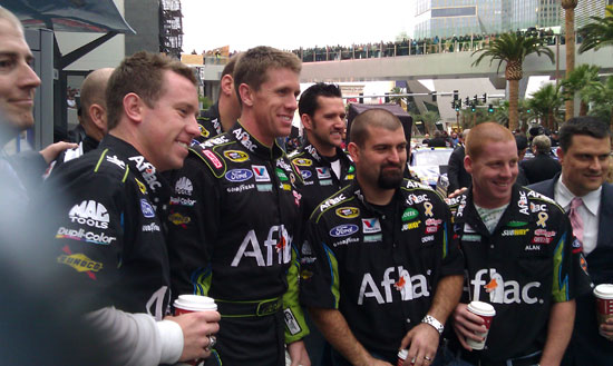 Carl Edwards takes a quick picture with his award winning pit crew