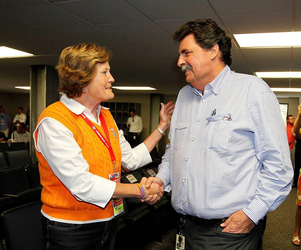 2012-Bristol2-Pat-Summitt-Greets-Mike-Helton