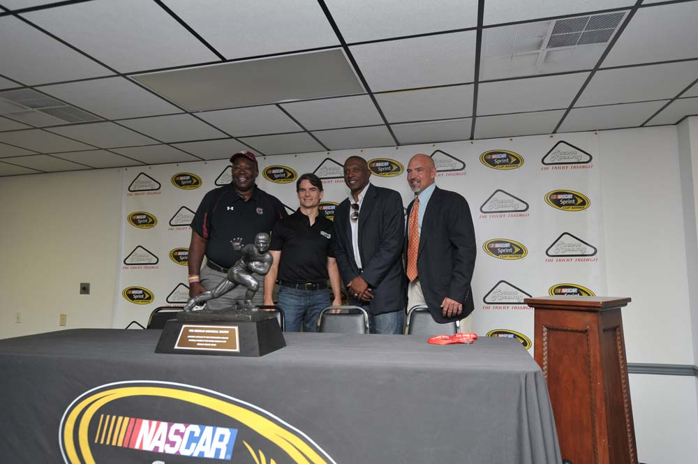 jeff-gordon-heisman-nascar-pocono-august-2012-friday