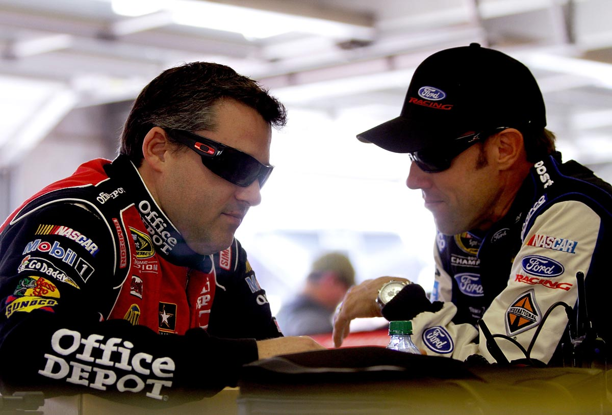 Tony-Stewart-Matt-Kenseth-atlanta-friday-2012