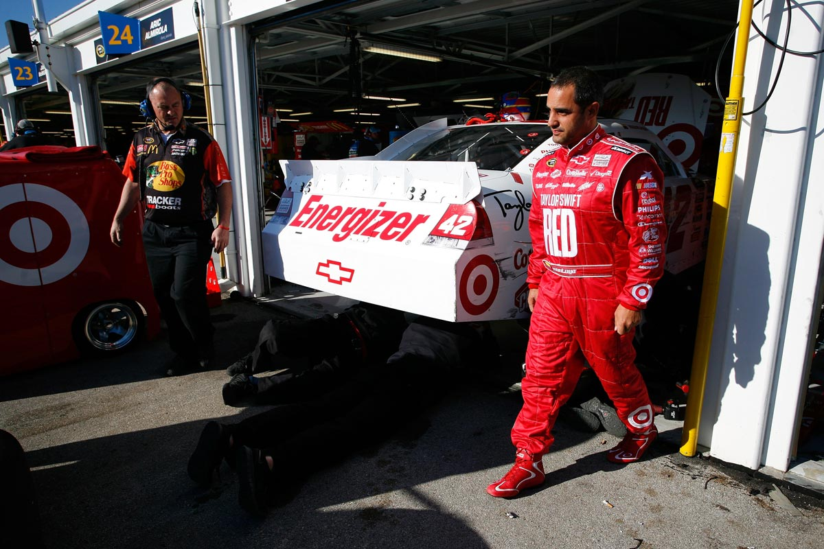 juan-pablo-montoya-taylor-swift-kansas-speedway-2012