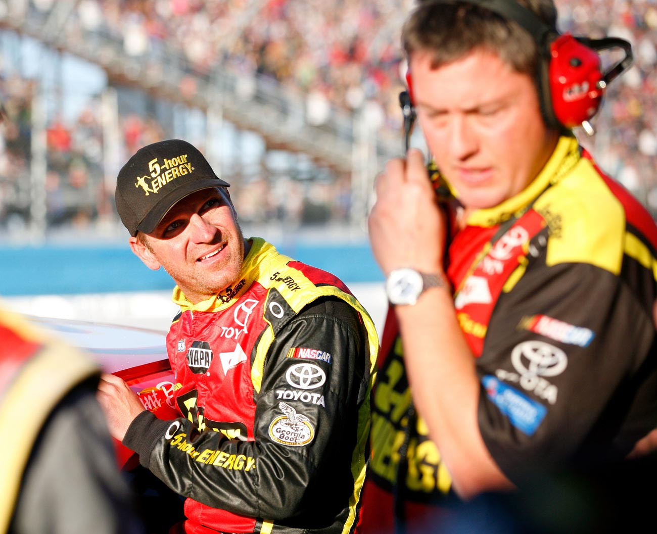 2012-Phoenix2-Clint-Bowyer-Talks-With-Brian-Pattie-After-Incident