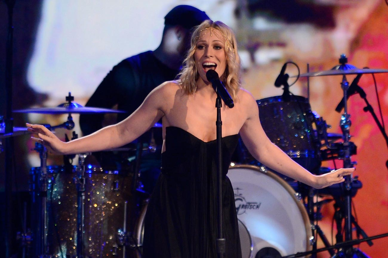 2012-Vegas-Awards-Natasha-Bedingfield-Performs