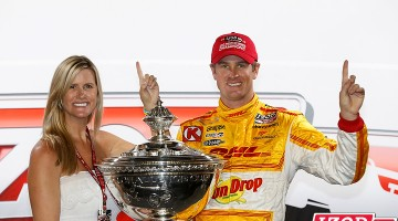 Ryan Hunter-Reay & his wife Beccy. Championship podium at Fontana, CA, 2012. CREDIT: INDYCAR/LAT USA