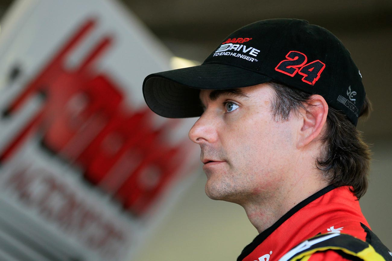 2013-Daytona-Preseason-Thunder-Jeff-Gordon-in-Garage