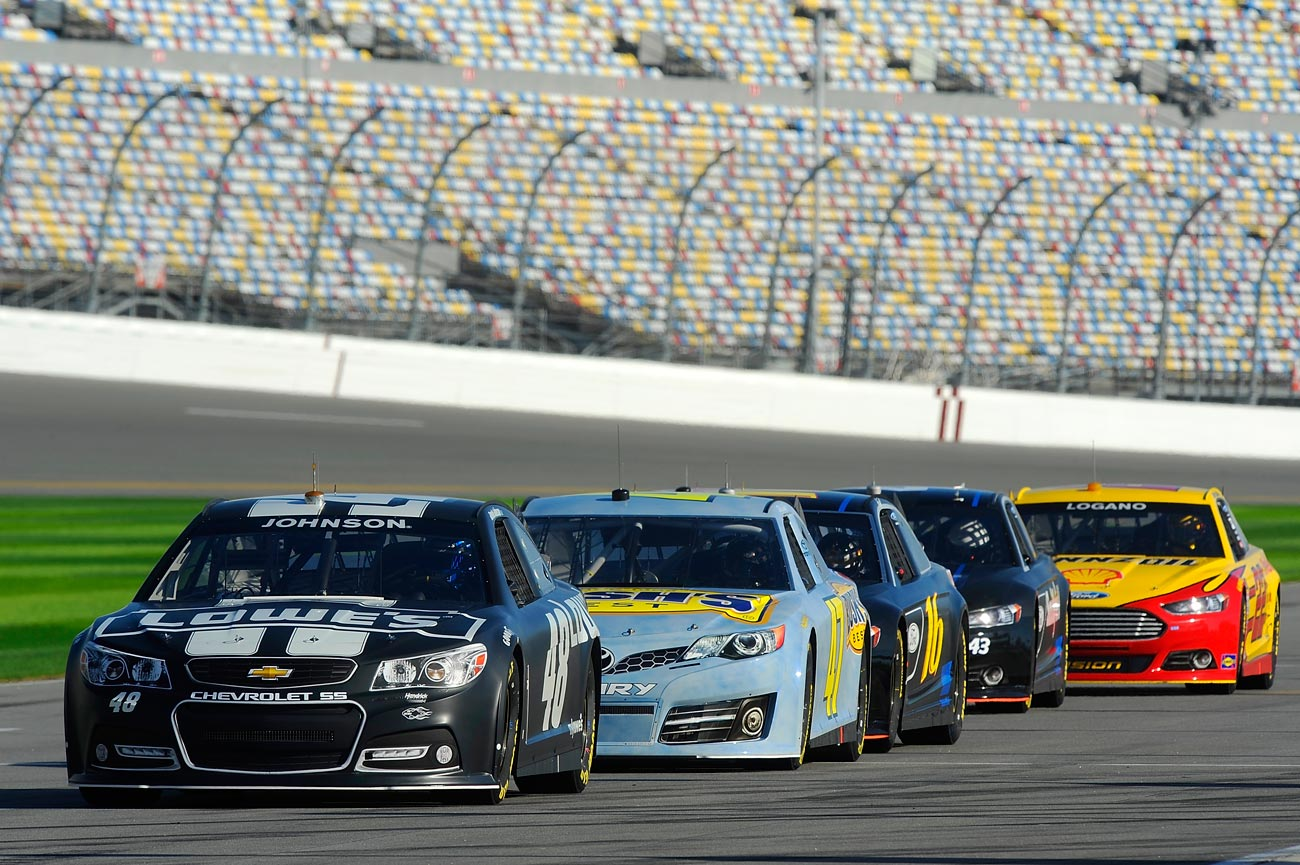 2013-Daytona-Preseason-Thunder-Jimmie-Johnson-At-Front-Of-Line