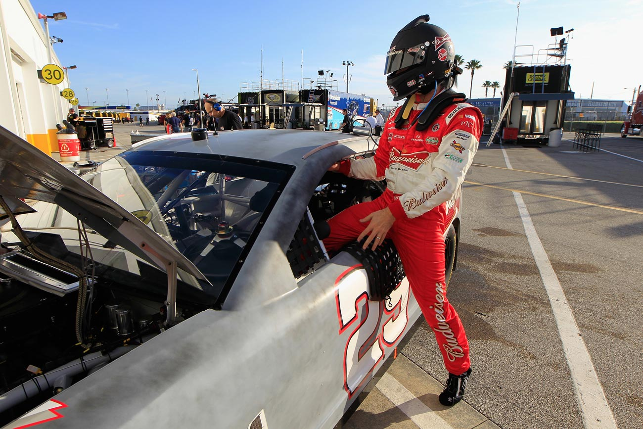 2013-Daytona-Preseason-Thunder-Kevin-Harvick-Climbs-Into-Car