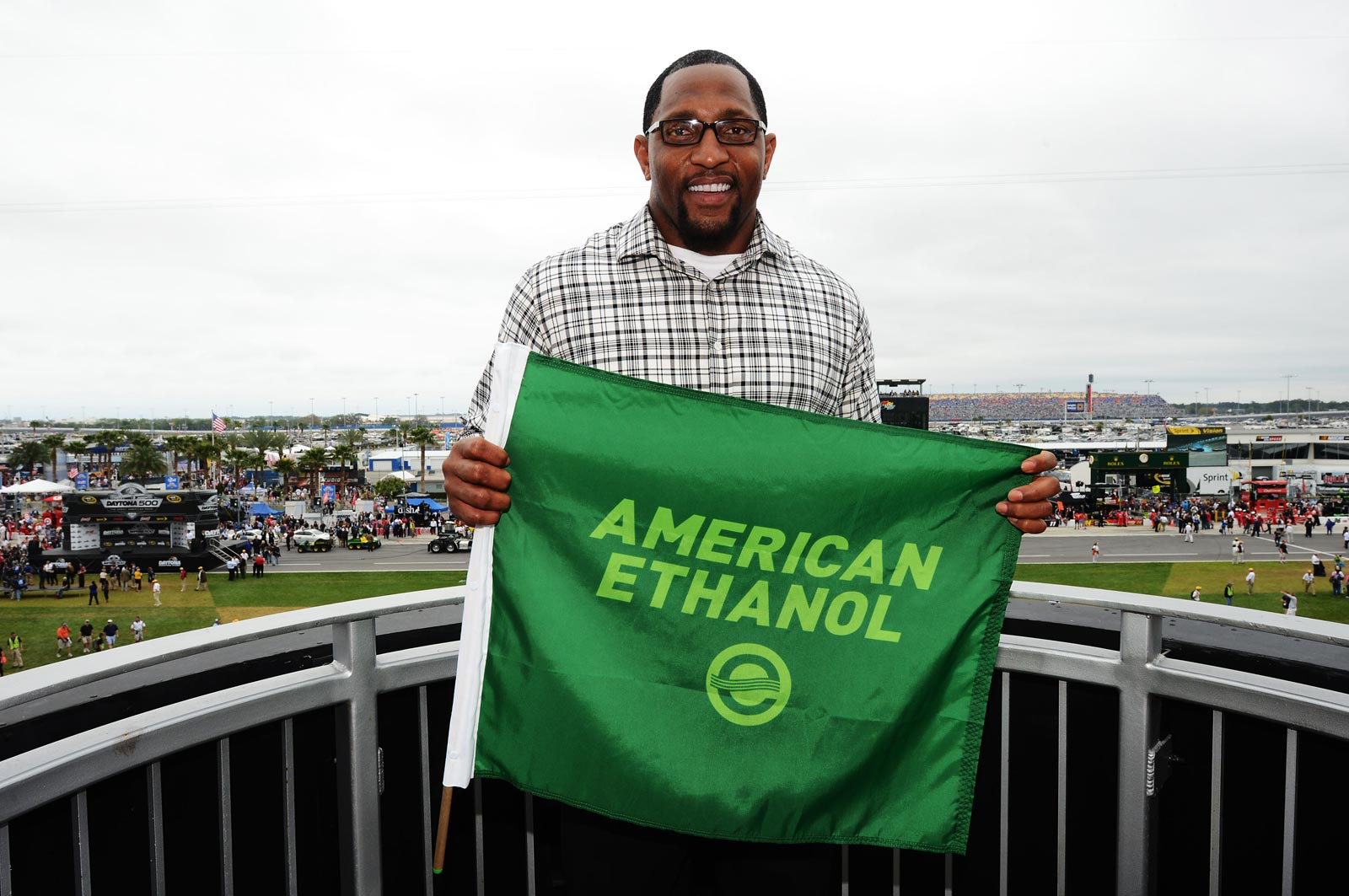 2013_NASCAR_Daytona_500_Ray_Lewis_Green_Flag