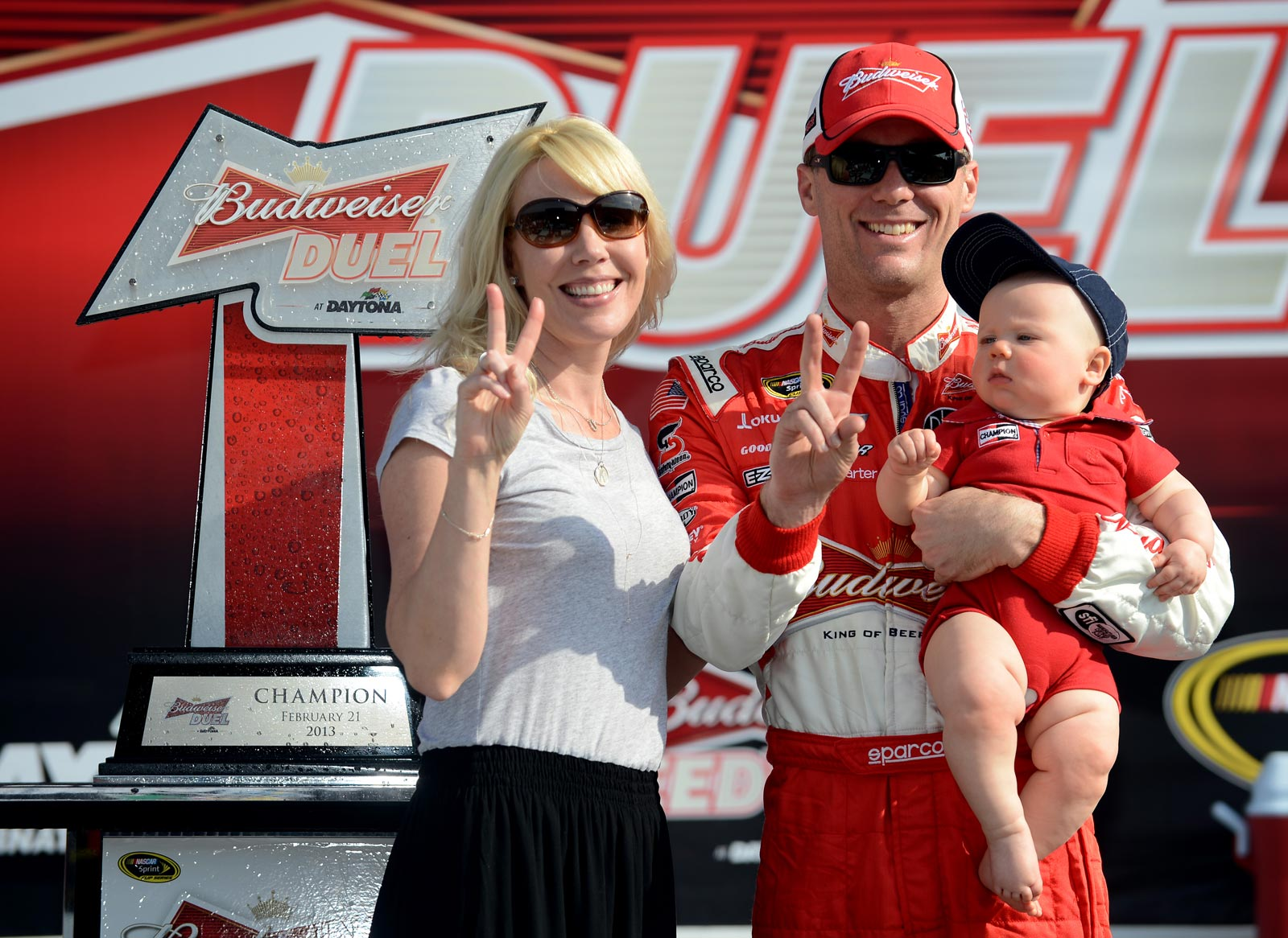 Kevin-Harvick-victory-lane-family-first-duel-NASCAR-Daytona-500-2013