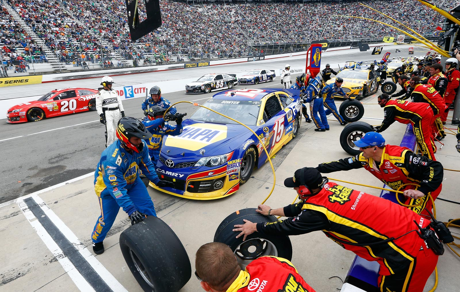 2013-Bristol-March-Clint-Bowyer-Pit-Stop