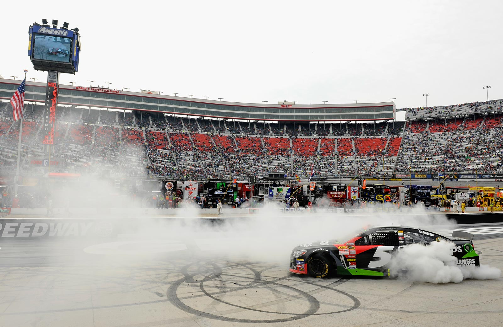 2013-Bristol-March-Kasey-Kahne-Burnout