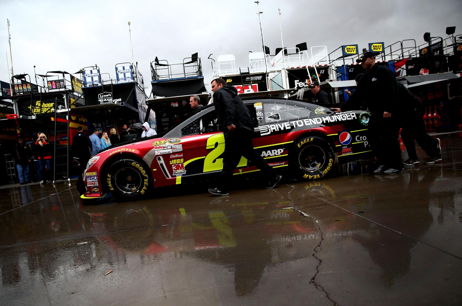 Jeff-Gordon-Las-Vegas-NASCAR-rain-2013-Friday