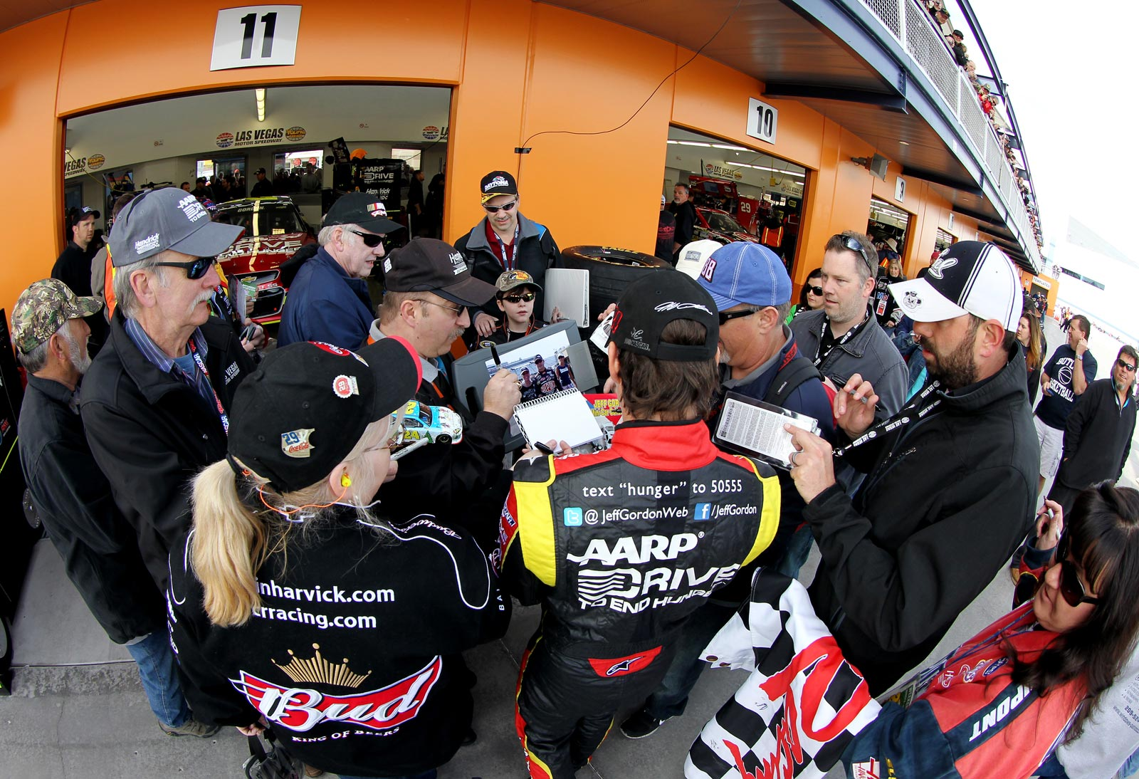 jeff-gordon-autographs-nascar-las-vegas-saturday