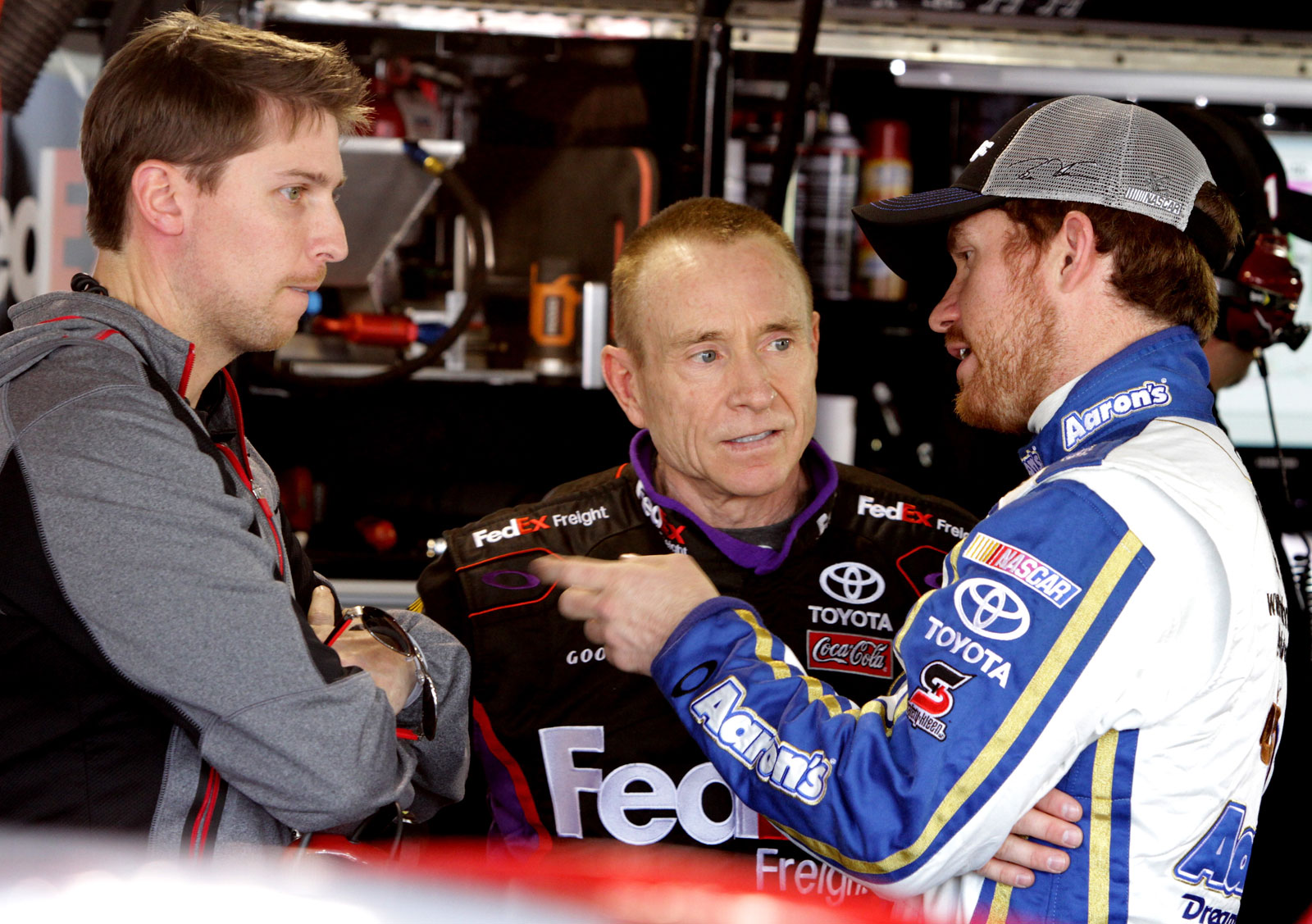 Hamlin-Martin-Vickers-Martinsville-April-2013