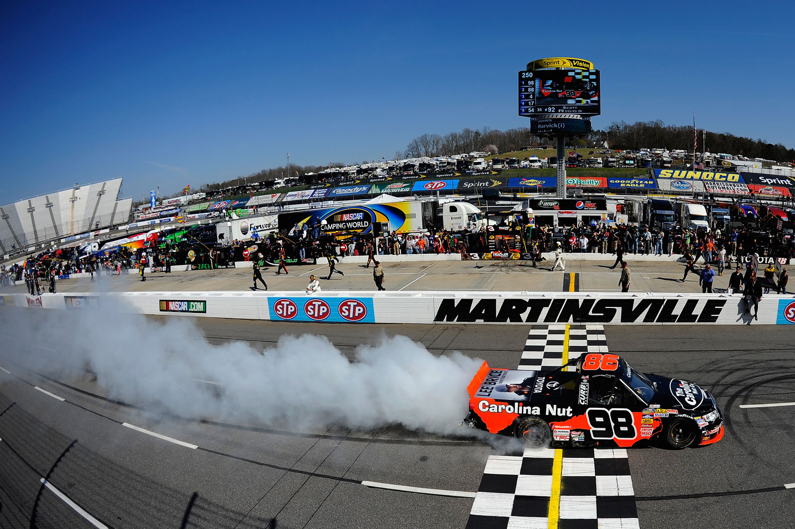 Johnny-Sauter-Burnout-Martinsville-NASCAR-April-2013