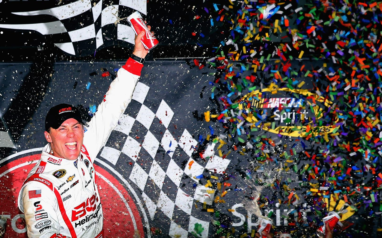 Kevin_Harvick_Post_NSCS_Victory_Lane_Richmond_042713_1