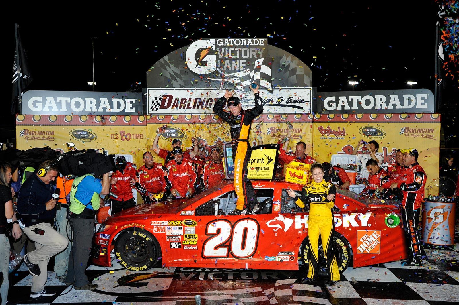 Matt-Kenseth-victory-lane-NASCAR-Southern-500-Darlington-2013