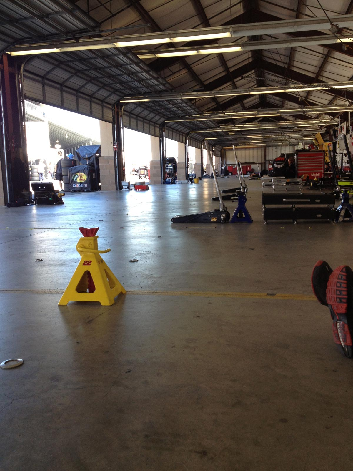 sonoma-saturday-cup-garage-floor