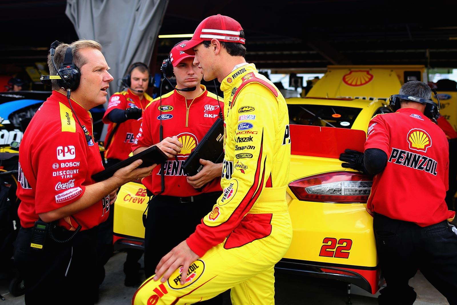 Joey_Logano_NSCS_Richmond_2013