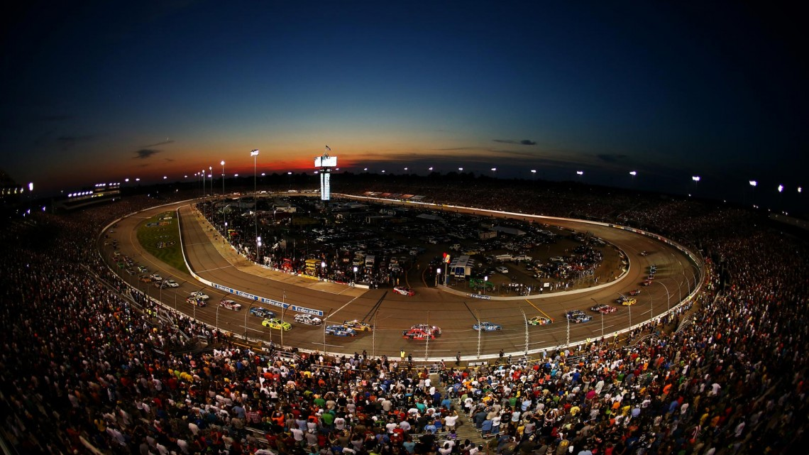 A general view of racing during the NASCAR Sprint Cup Series 56th Annual Federated Auto Parts 400 at Richmond International Raceway on September 7, 2013 in Richmond, Virginia. (Credit: Streeter Lecka/Getty Images)