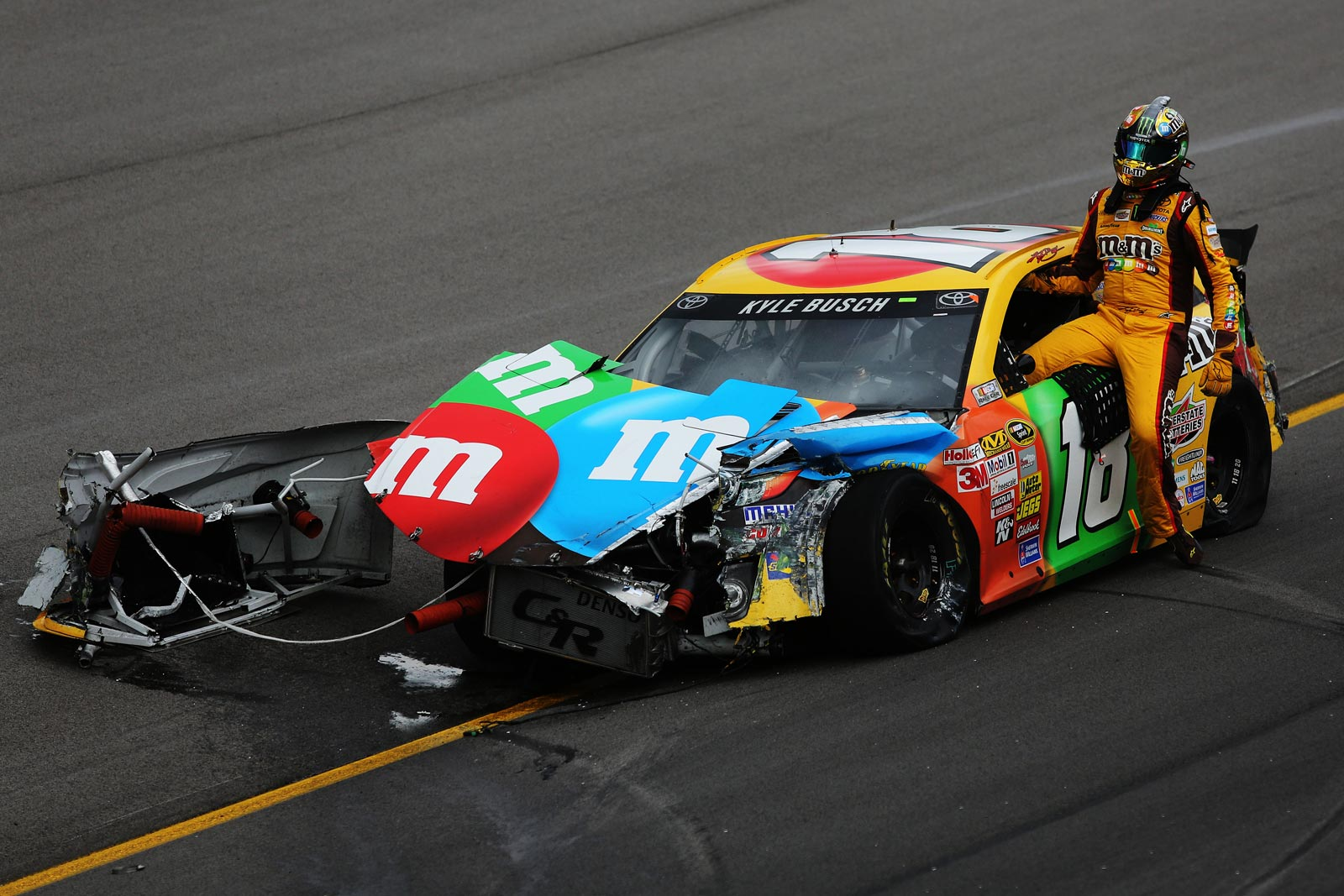kyle_busch-crash