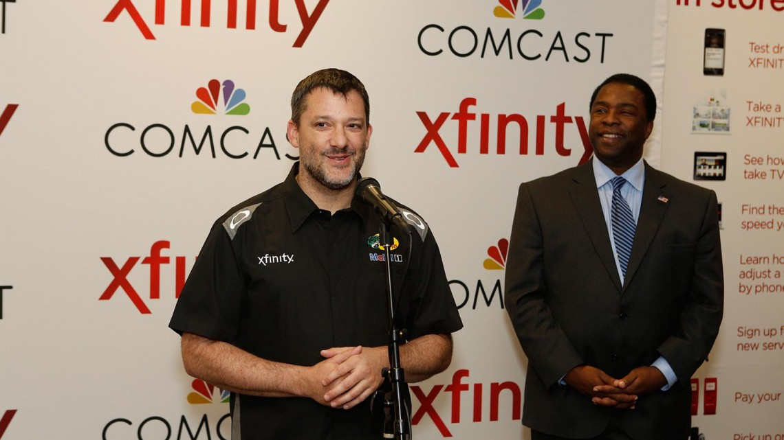 Tony Stewart with Jacksonville, Fl. mayor Alvin Brown (Credit: Comcast Florida/Dan Van Slyke, Jr.)