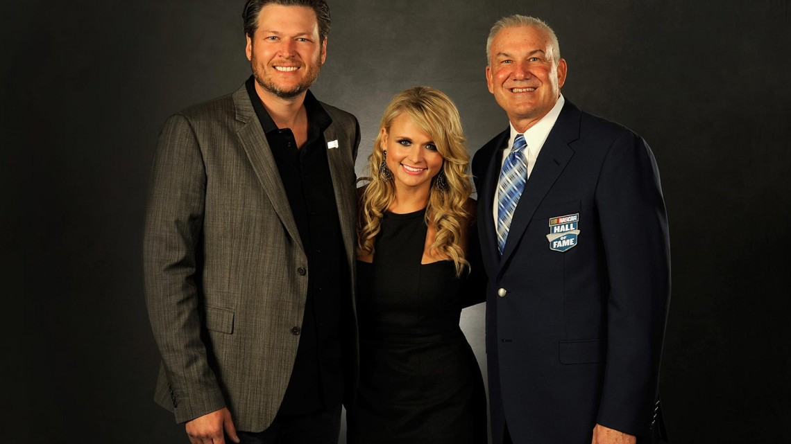 Country music artists Blake Shelton (left) and Miranda Lambert (center) pose with NASCAR Hall of Fame inductee Dale Jarrett (right)during the NASCAR Hall of Fame induction ceremony at NASCAR Hall of Fame on January 29, 2014 in Charlotte, North Carolina. (Credit: Jared C. Tilton/NASCAR via Getty Images)