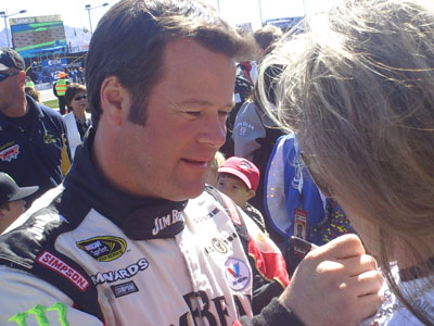 Robby Gordon gives his autograph (Photo Credit: The Fast and the Fabulous/Valli Hilaire)