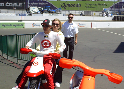 Dan Wheldon and his wife Susie (photo credit: The Fast and the Fabulous)