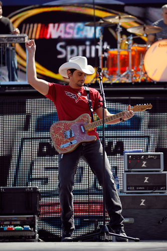 Brad Paisley entertains the crowd during the pre-race show before the Daytona 500 at Daytona International Speedway in Daytona Beach, Fla. (Credit: Tom Pennington/Getty Images for NASCAR)