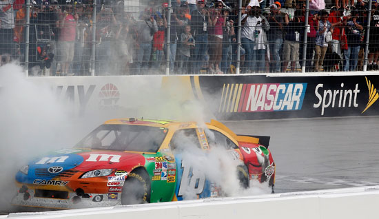 Kyle Busch performs a burnout on the front stretch after winning the Jeff Byrd 500 at Bristol Motor Speedway (Credit: Geoff Burke/Getty Images for NASCAR)