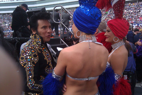 Fake Elvis chats with the showgirls
